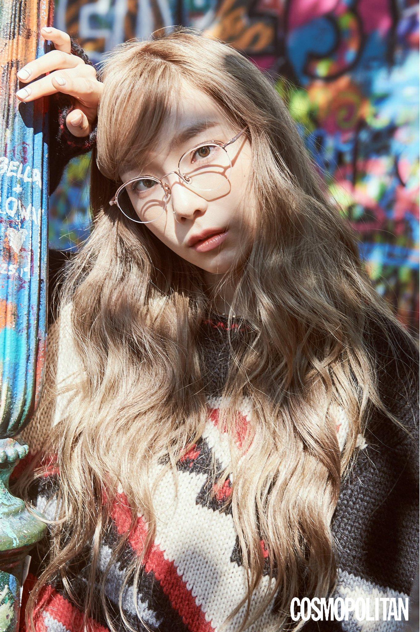 少女时代金泰妍亮相秋季眼镜时尚自然的妆容也能凸显美丽