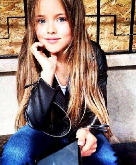 """俄罗斯一名只有8岁女孩,竟被称为是""""世界最小女模特""""图2"""