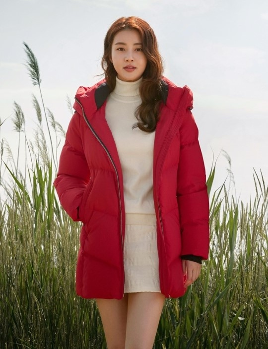 姜素拉公开冬季写真 女神般的美貌