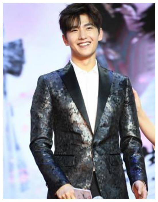 杨洋的时尚,权志龙的时尚,陈伟霆的时尚,都输给新手蔡徐坤潮流