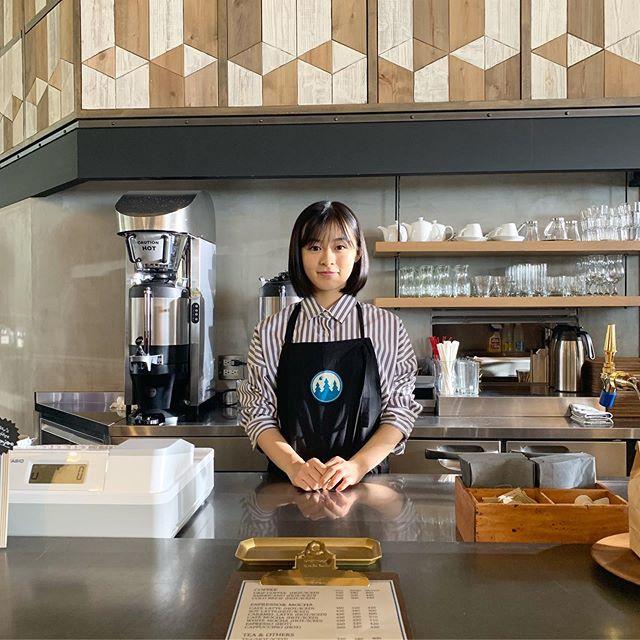 森七菜可爱的咖啡店员姿态!粉丝们也纷纷表示想去这家咖啡店