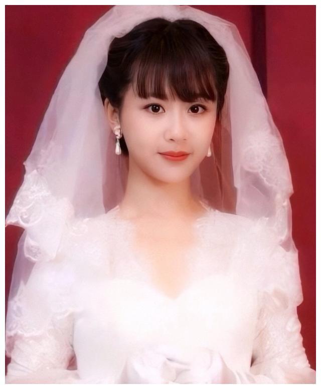 感受一下杨紫的婚纱照,当看到与张一山的合照时,我不淡定了