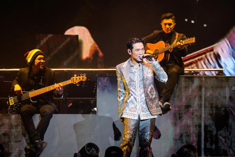 杜德伟北京演唱会平安夜举行 新老歌曲轮番开唱