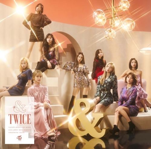 TWICE oricon周榜冠军 日本第二张专辑《& TWICE》首周销量约12万4000张