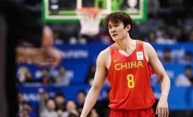 当年的决定,让小丁现在离开国家队,男篮锋线受损严重