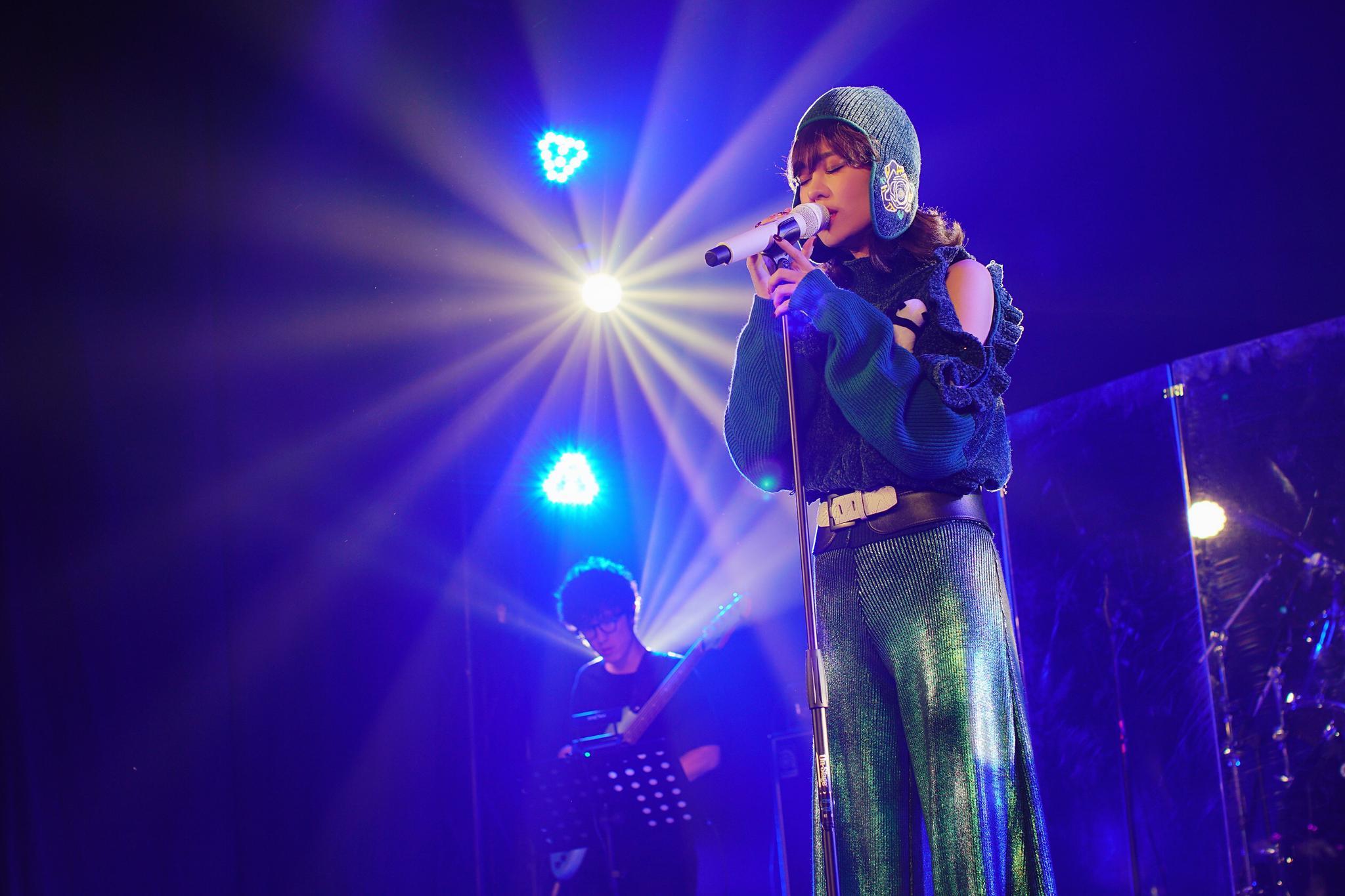 郁可唯巡回签唱会落地南京 用音乐陪伴中秋假期