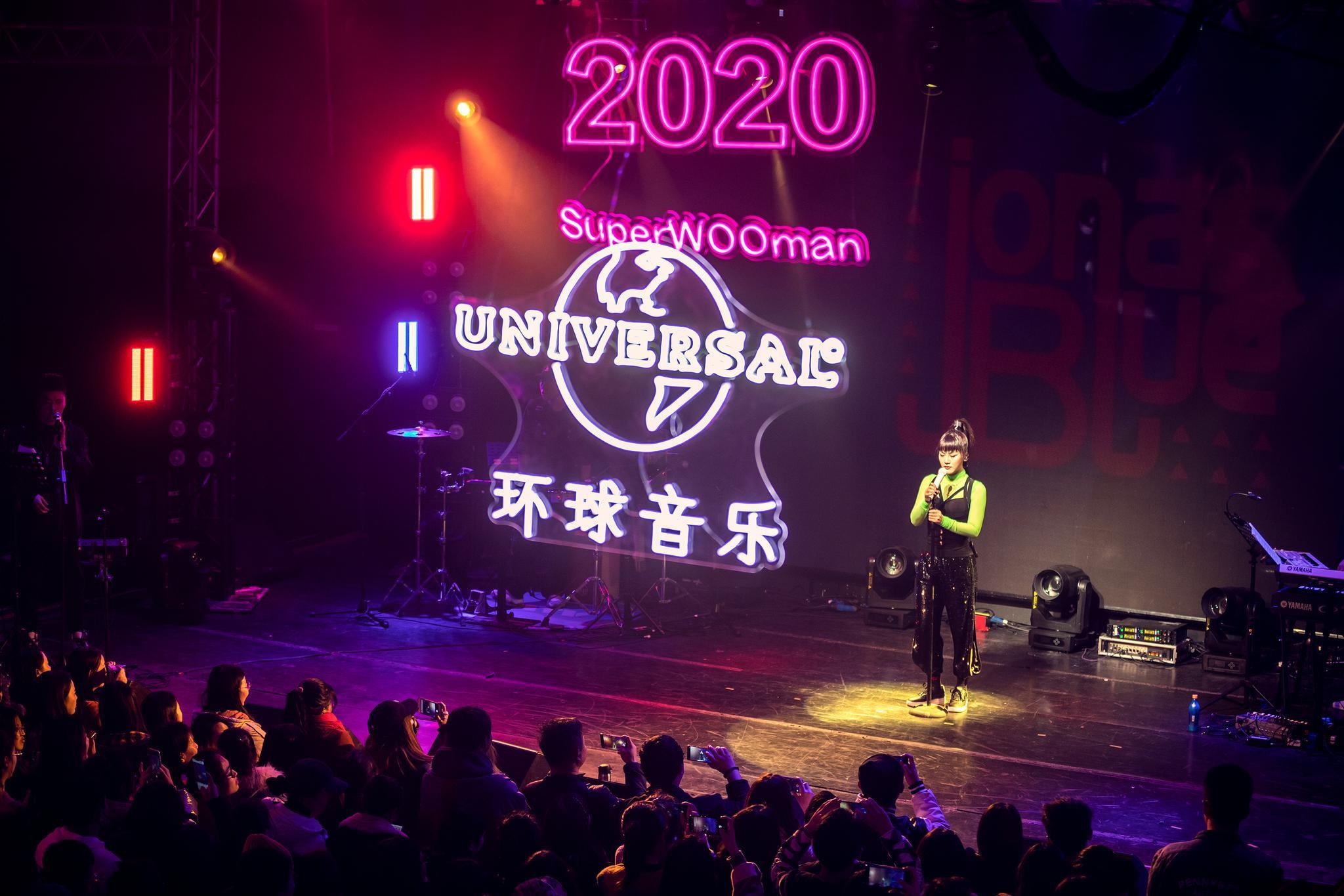 陈梓童首张创作专辑新歌首唱会举行 妈妈到场支持