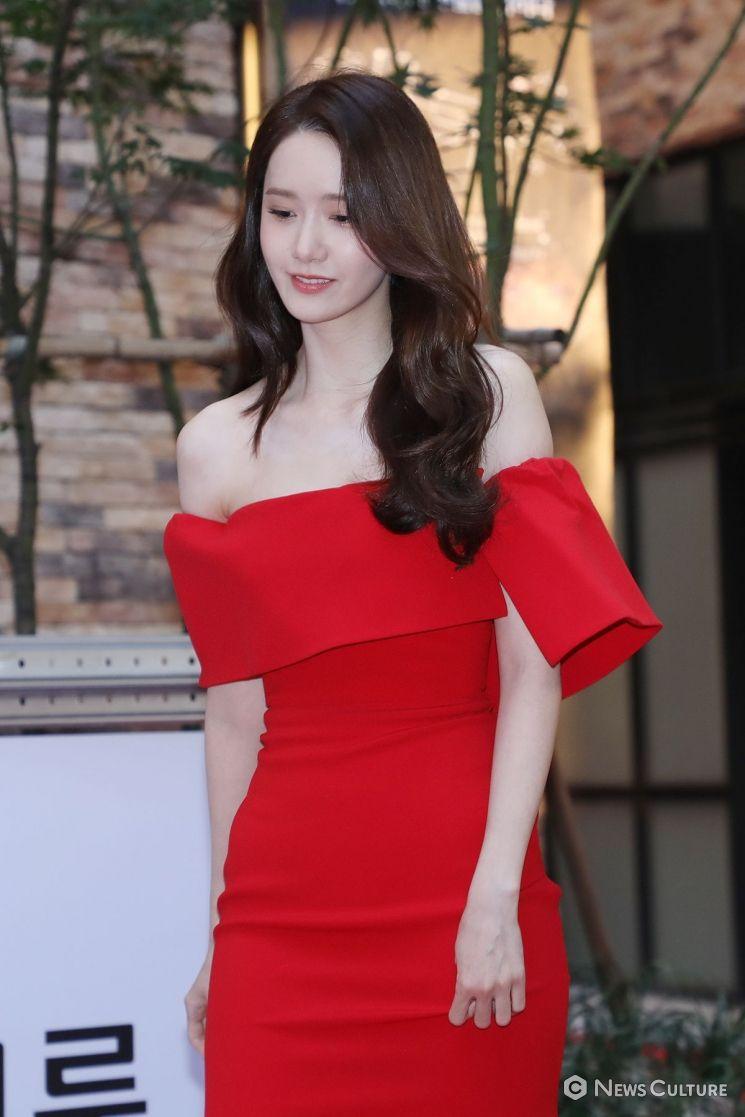 韩国女神林允儿的系列完美礼服