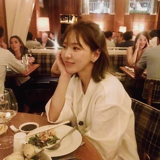 Red Velvet Wendy孙胜完开通Instagram第一次投稿成员们也很高兴