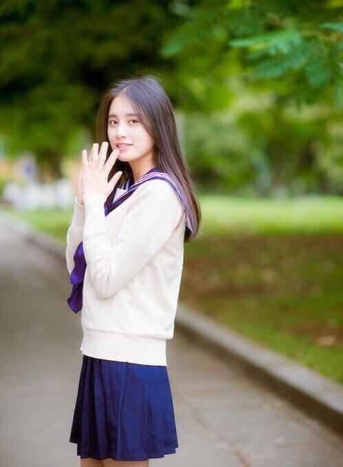 摄影分享:长发清纯美女校花校园唯美写真