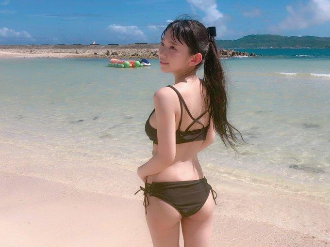 备受瞩目的童颜美女长泽茉里奈的比基尼大受欢迎