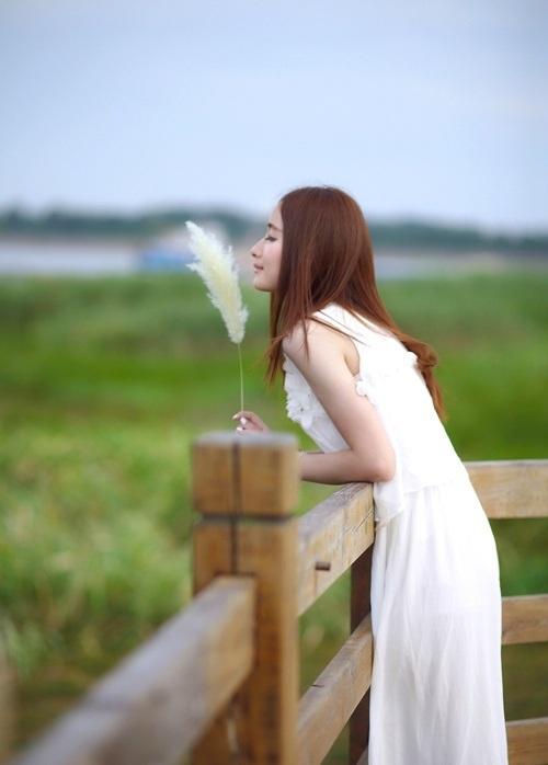 摄影分享:长发清纯妹子风尘写真
