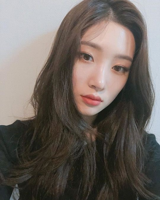DIA的郑采妍公开近况展示了自己出众的美貌