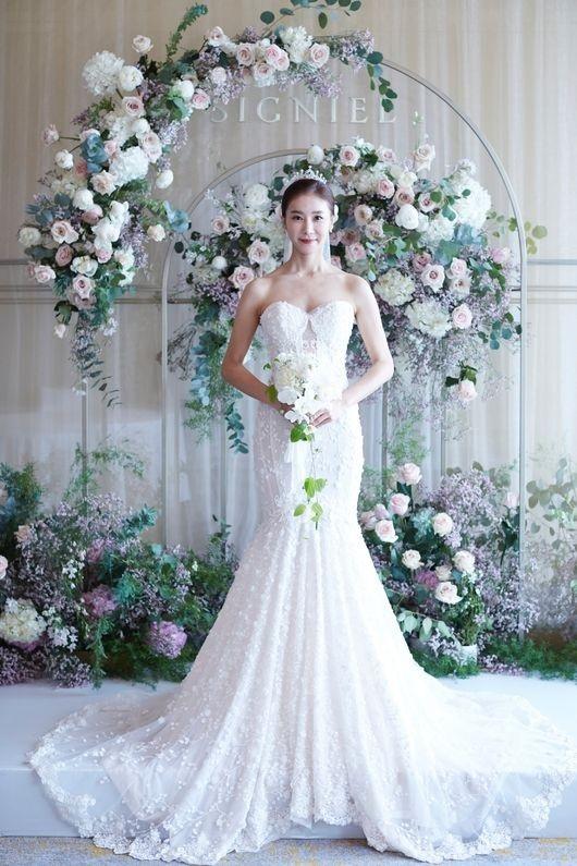 韩恩贞公开婚礼照片 穿着婚纱洋溢着幸福的笑容