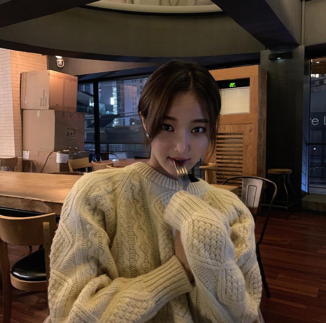 李妍雨退出MOMOLAND后近况 用可爱的表情表示幸福