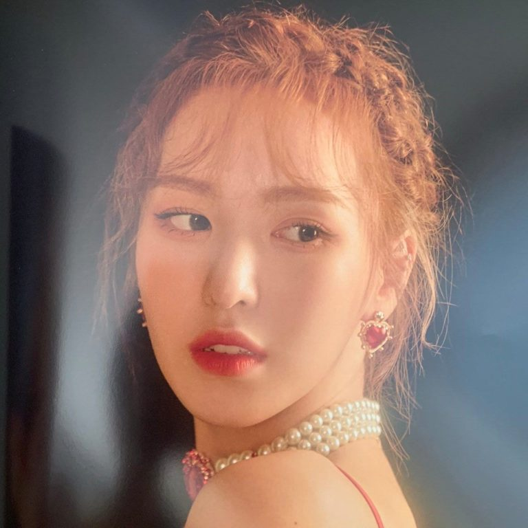 Red Velvet孙胜完是你见过的最华丽的女士在最新的演唱会上