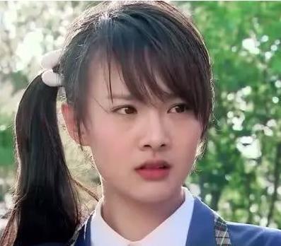 郑爽与康辉同台,看到换上学生装的她,当年的楚雨荨回来了