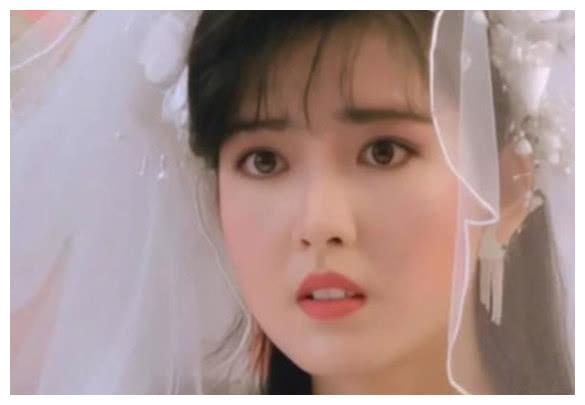 香港娱乐圈女神,穿上婚纱后巧笑倩兮美目盼兮,魅力难挡