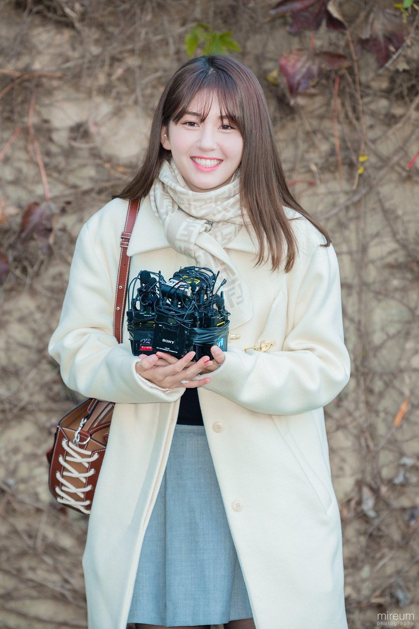 在顺利完成高考后 Somi全昭弥给她的同学们留下了一份衷心的祝福