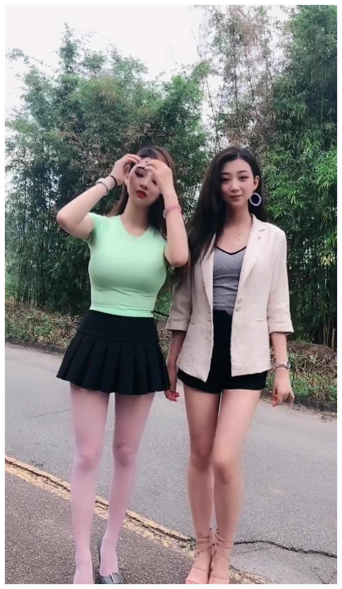 偶遇时尚美女姐妹, 潮流穿搭, 显得魅力十足