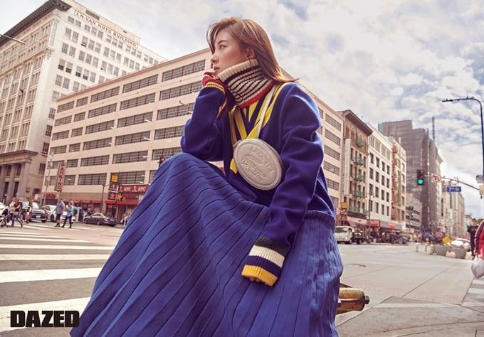 李世英公开散发秋天气息的写真 关注成熟的时尚