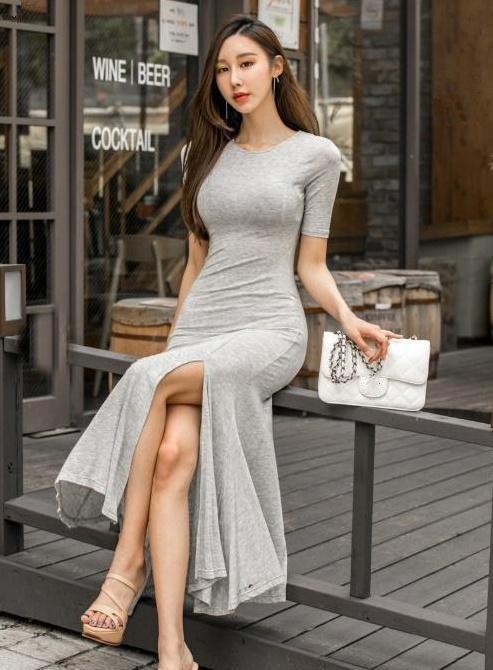 稳重大方的穿搭小技巧,潮流休闲的修身裙子,适合时尚的女生