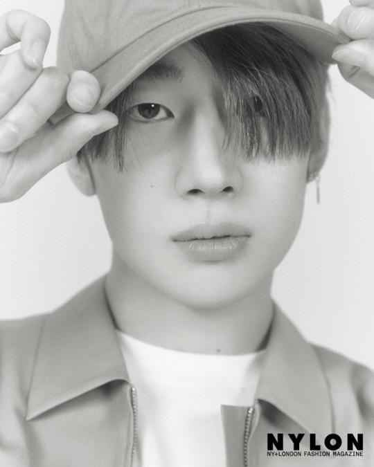韩胜宇首次公开个人写真 迷人的眼神