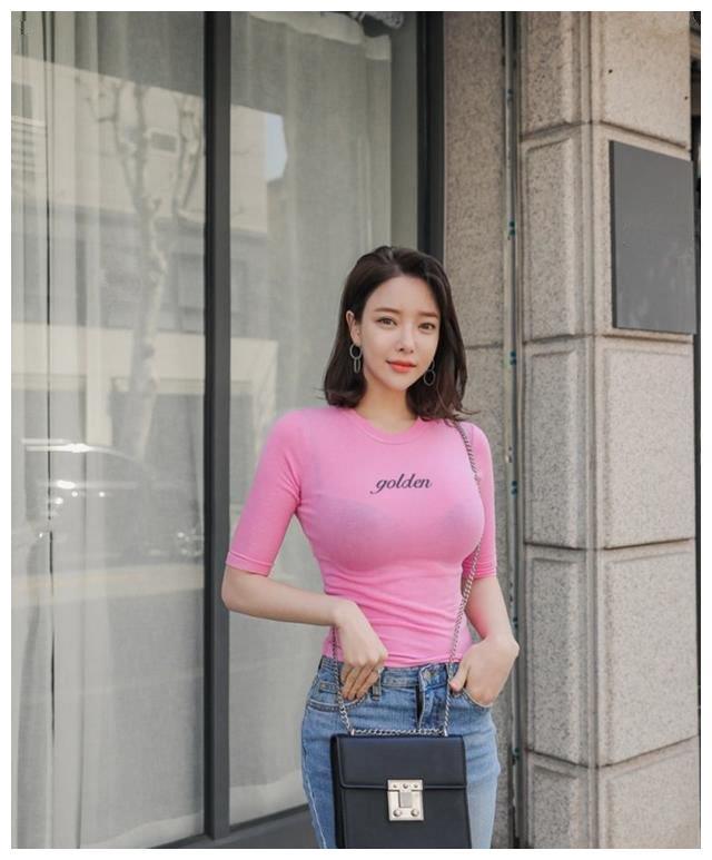 潮流清爽的穿搭窍门,精致的修身牛仔裤,时尚女生穿上显优雅