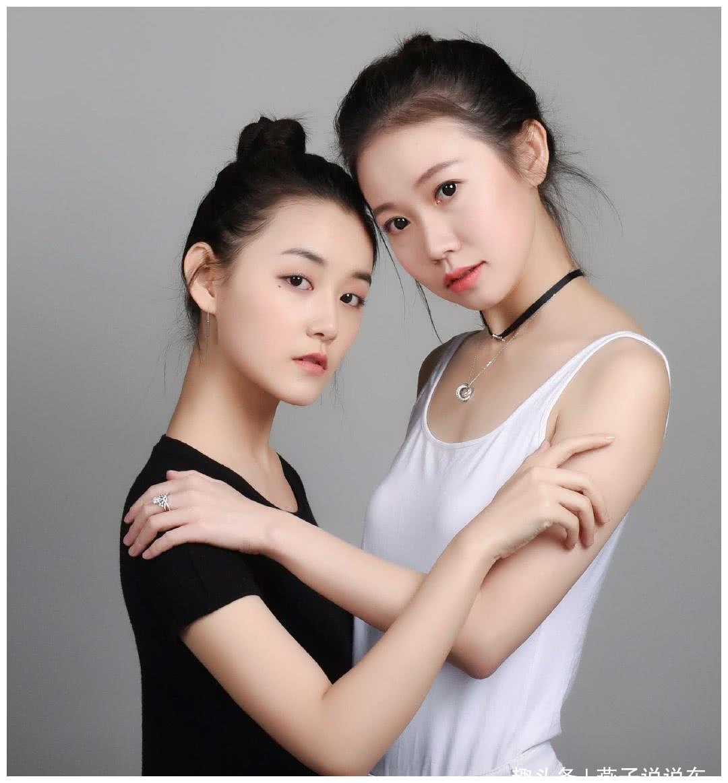 依依大胆人什么_姐姐晒出与妹妹蒋依依的写真,姐姐气质出众,妹妹颜值动人