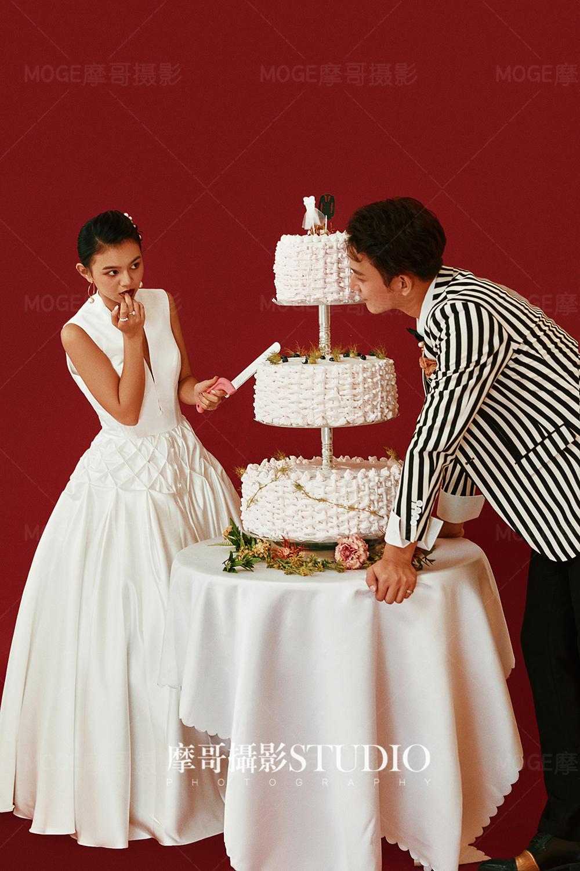 郑州摩哥婚纱摄影工作室分享拍婚纱照不会笑怎么办,都有哪些技巧