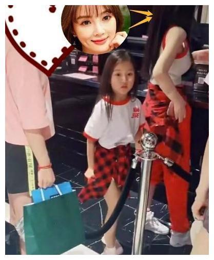 李小璐和甜馨逛街被偶遇,六岁的甜馨