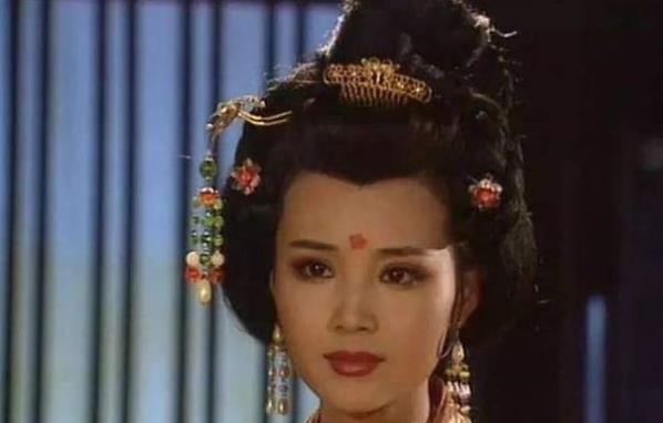 她被称为奇女子,外表与武则天相媲美,成为当时朝代的潮流领导者