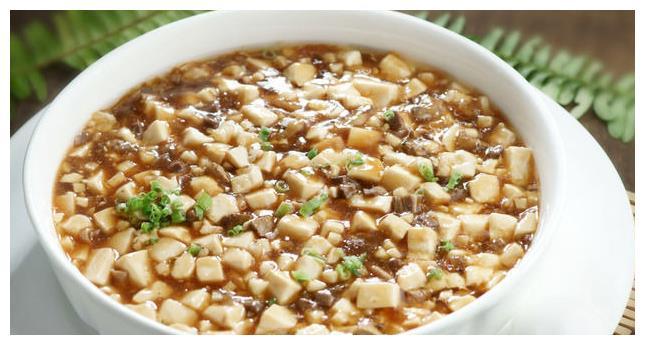 西施豆腐是浙江的风味名菜,各地做法稍有不同,原材料也有不同