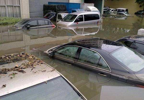 什么叫泡水车?车子在积水路段行驶时熄火怎么办?