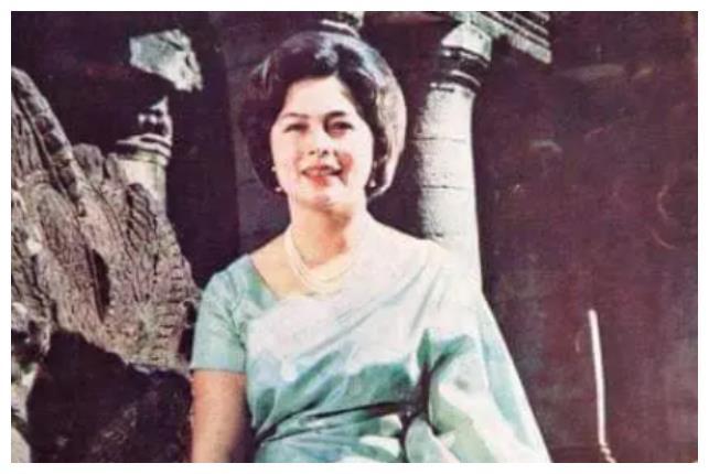她是柬埔寨最美王后,芳华绝代有中国血统,83岁高龄仍风姿绰约