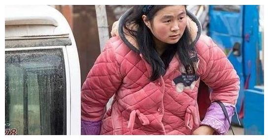 """农村""""睡衣帮""""是潮流,城里人说过时了,为何农村人喜欢穿睡衣?"""