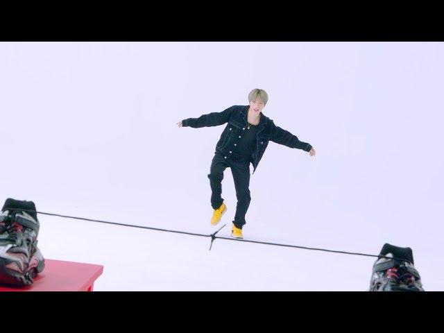 TXT崔范奎公开收录曲《Angel Or Devil》的视频 注意他淘气的样子