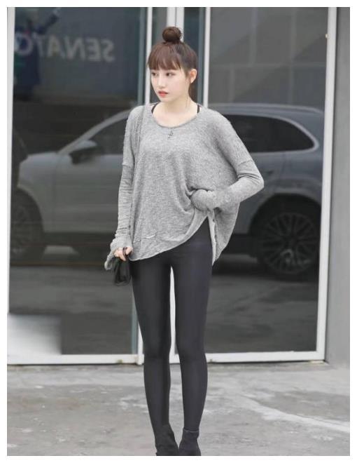 打底裤展现女性简洁气质,突显时尚优雅态度,穿出时髦少女感