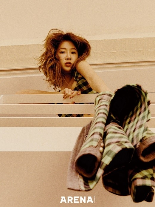 昭宥在写真中展现自信满满的姿势 关注精益求精的美貌