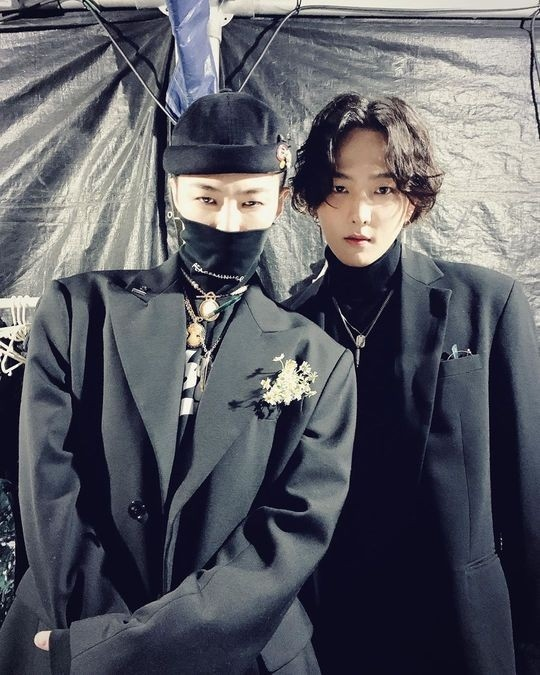 iKON金东爀公开与BIGBANG成员权志龙的亲密合照