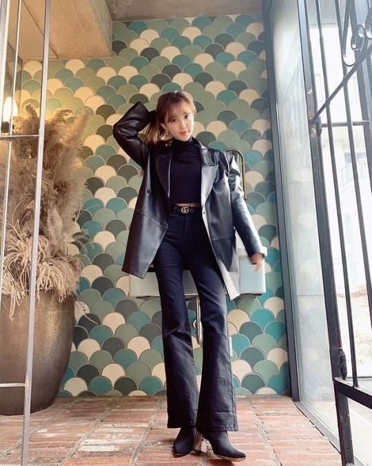 郑惠成最新写真简直就是模特