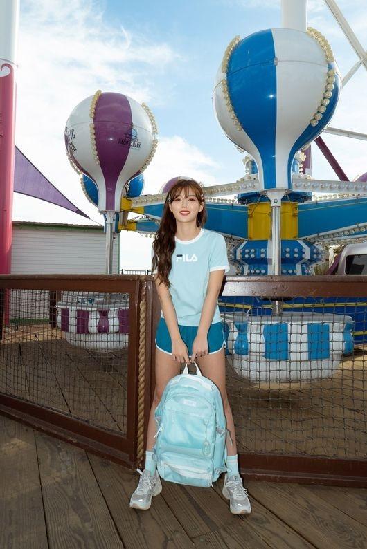 金裕贞在游乐场公开了休闲装写真 清新的魅力