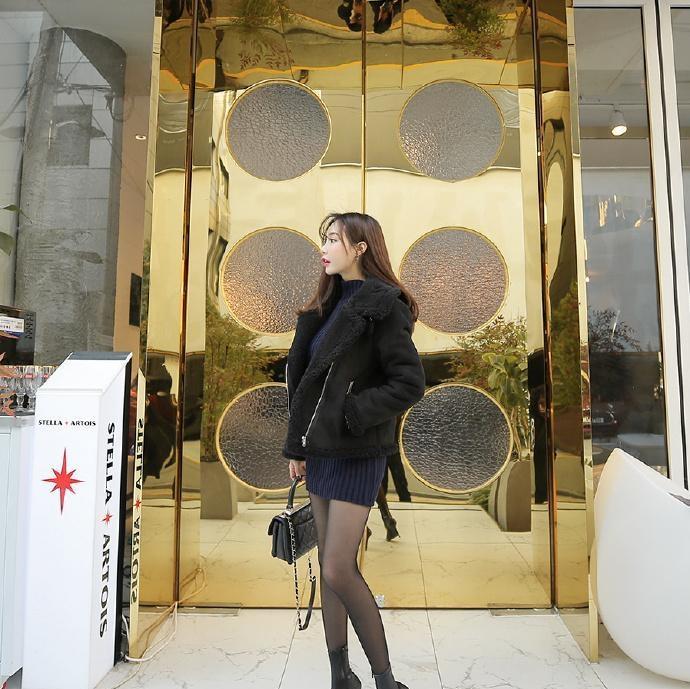 摄影:金色背景配黑色穿搭,高贵范瞬间被定格!
