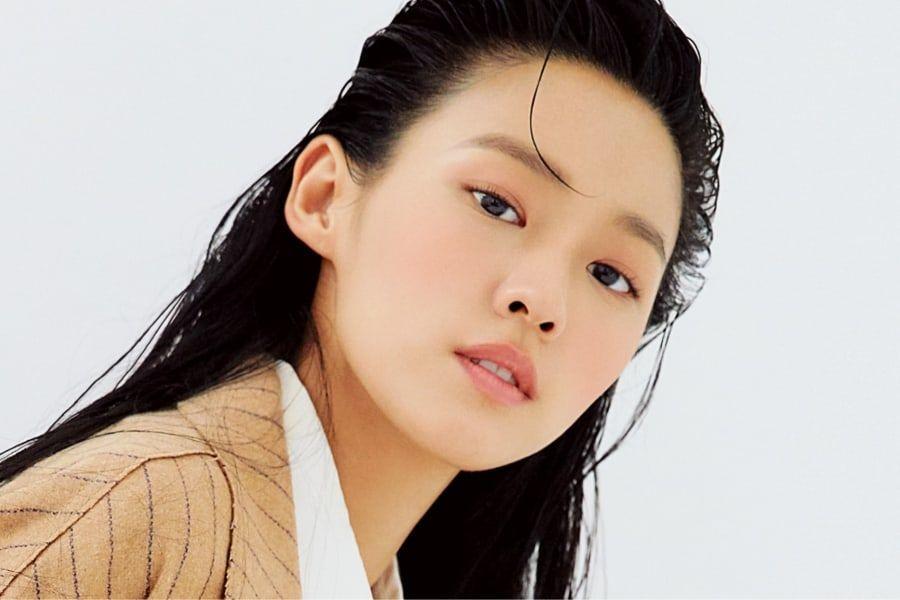 AOA金雪炫在分享拍摄中展现瞬间的美