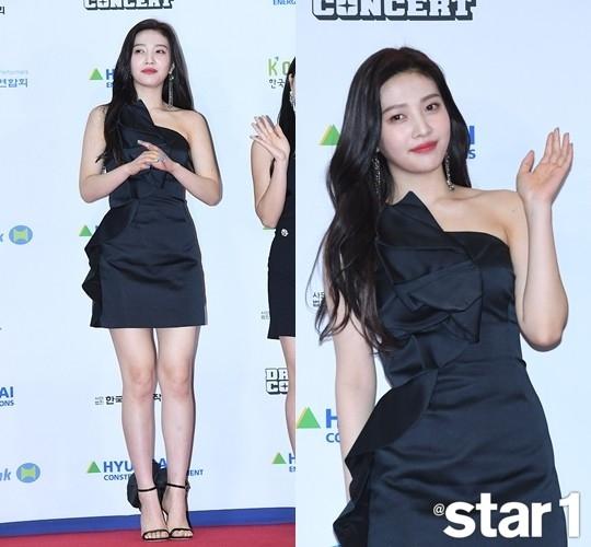 Red Velvet朴秀荣突出高个子的多种魅力 什么衣服都是最好的造型