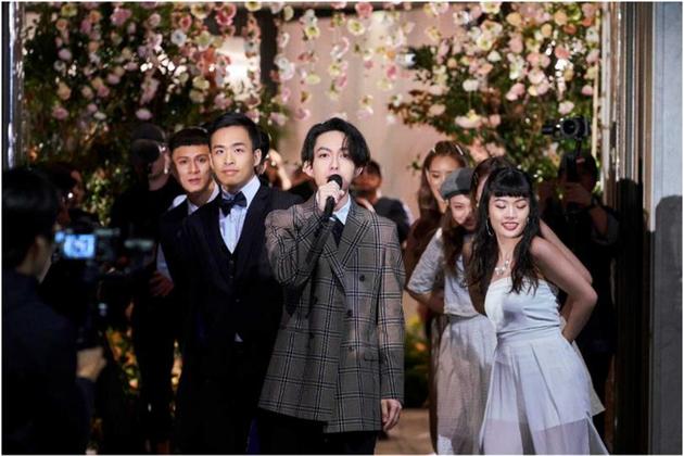 林宥嘉变婚礼歌手演唱求婚神曲《少女》新娘惊喜不已