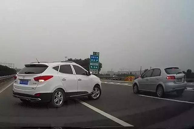 开车跑高速,以下5种行为最令人讨厌,看到就想打人