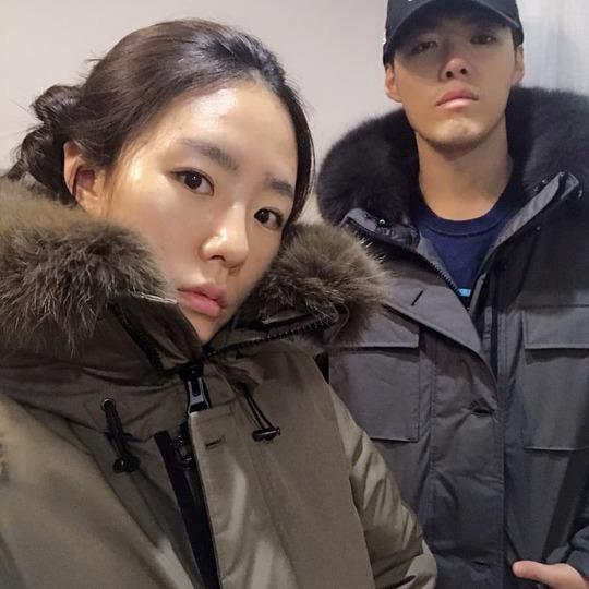 新婚夫妇滑川康男&李相花 即使在寒冷的日子里也很恩爱