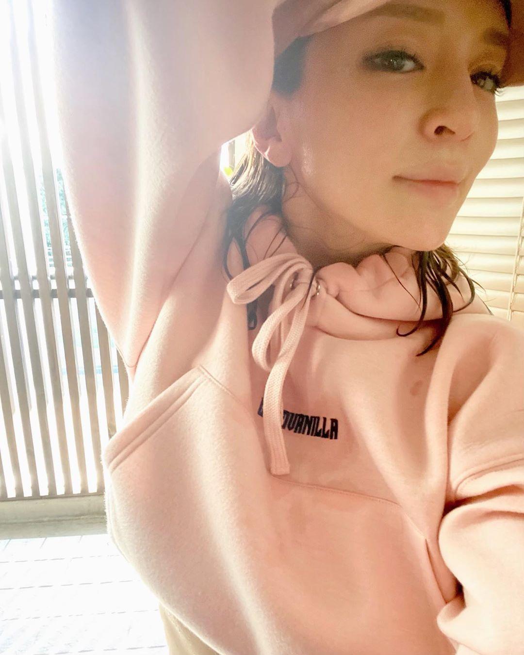 滨崎步公开了强身健体美肤的照片