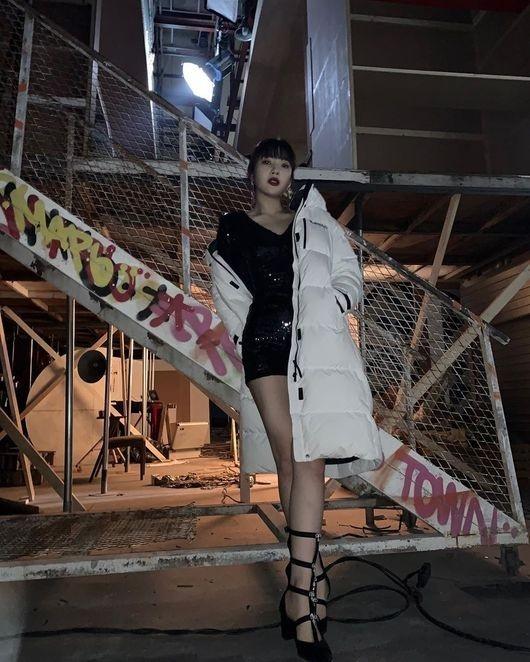 Red Velvet朴秀荣大胆展示脚线美 像写真一样公开美丽近况照片